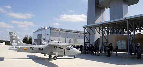 La creación del parque tecnológico e industrial en Rozas para dotar a las empresas de suelo cercano al aeródromo.